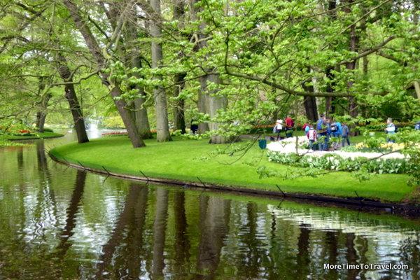 Reflecting pond at Keukenhof Gardens