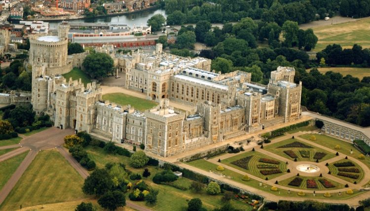 Learn more about: Downton Abbey & Royal England –  a luxury private driver guided tour